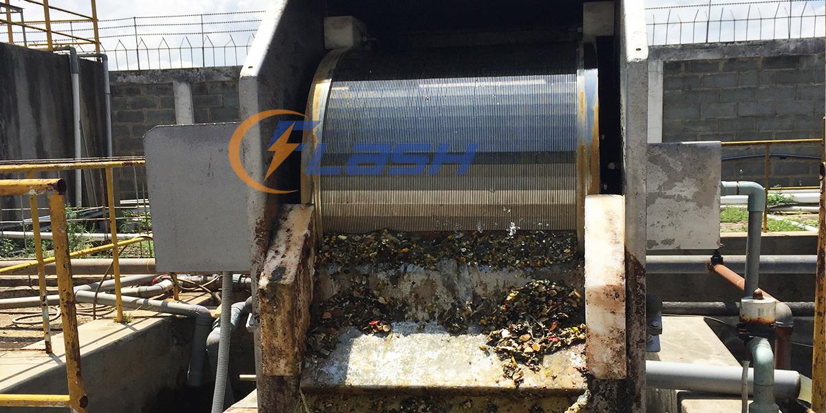 máy tách rác hạn chế chất rắn vào bể sinh học